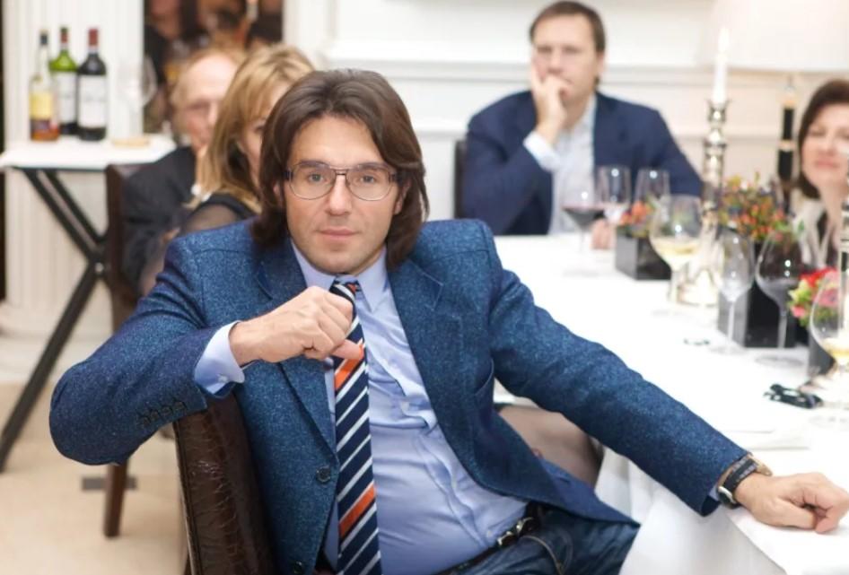 Харизматичный Андрей Малахов: сколько зарабатывает телеведущий