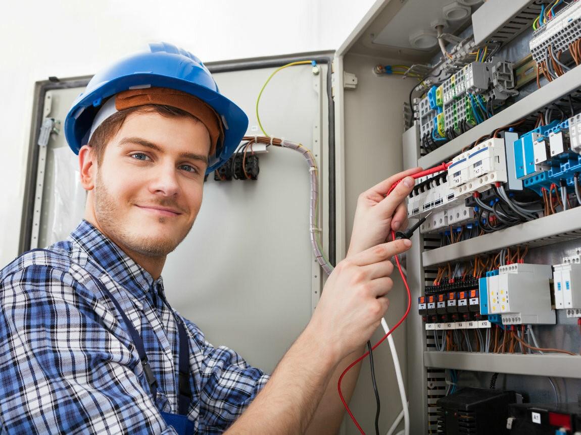 Какая зарплата у электромонтера?