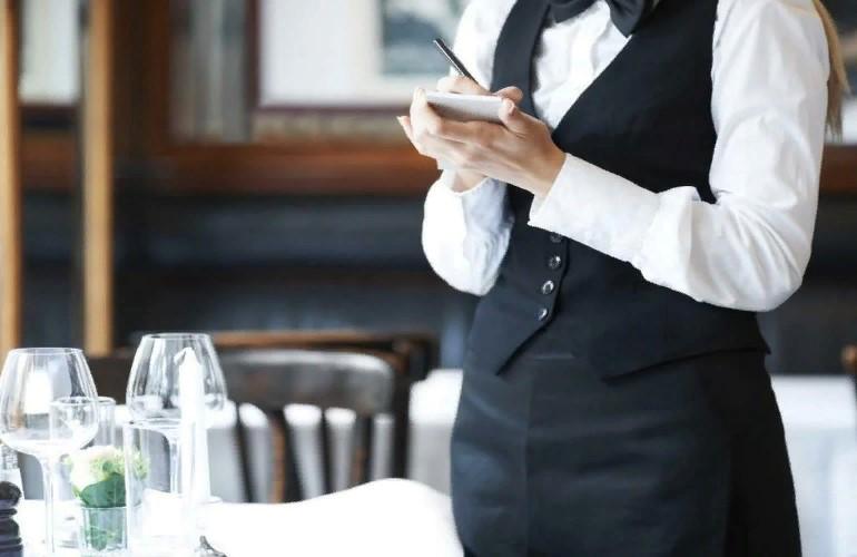 Сколько зарабатывают официанты?