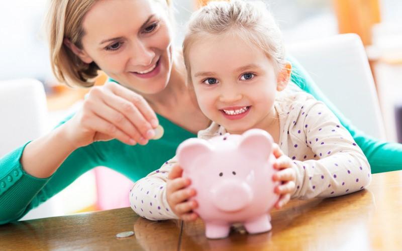 Как научить ребёнка правильно относиться к деньгам