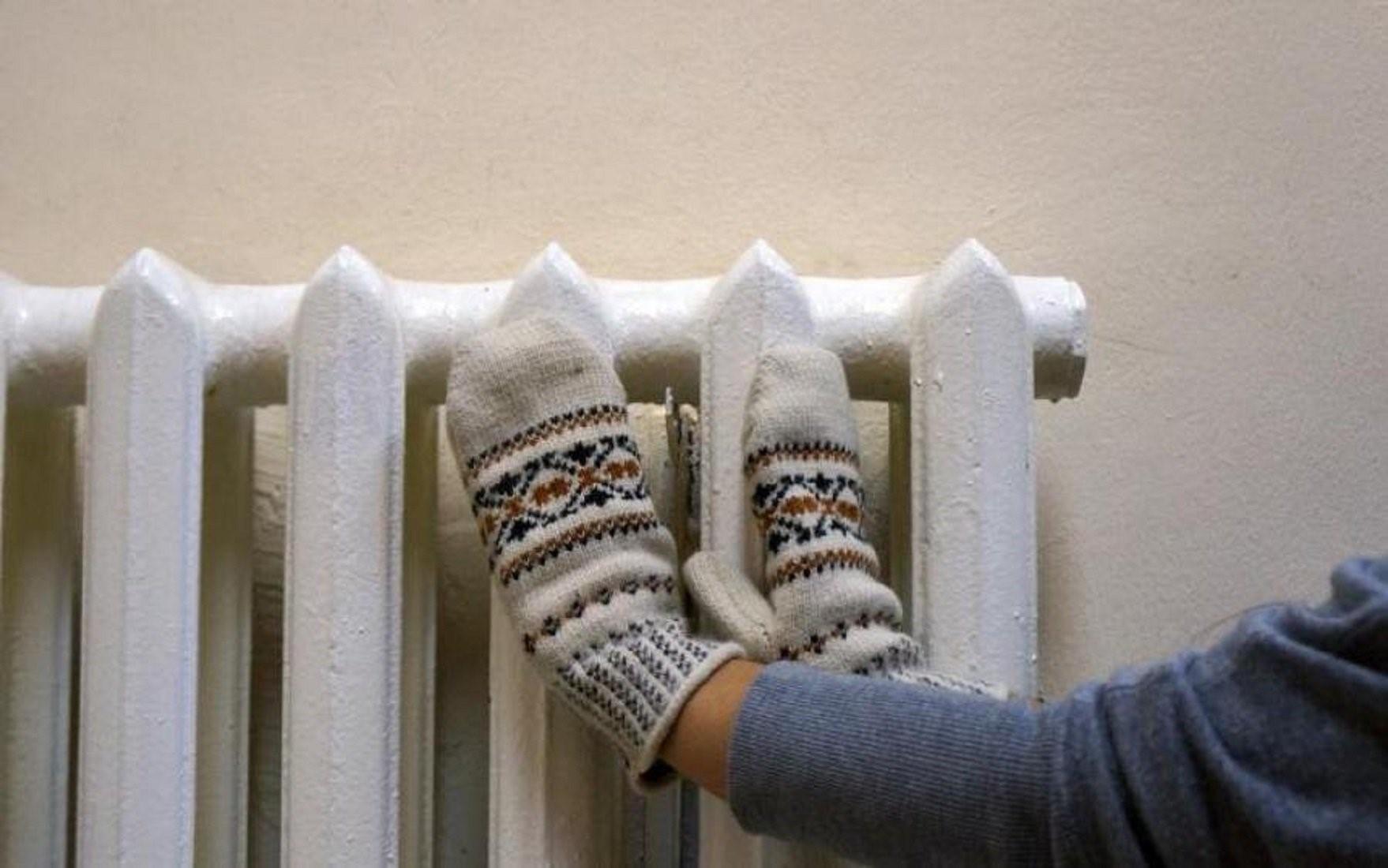 Почему при горячих батареях в квартире холодно: причины утечки тепла