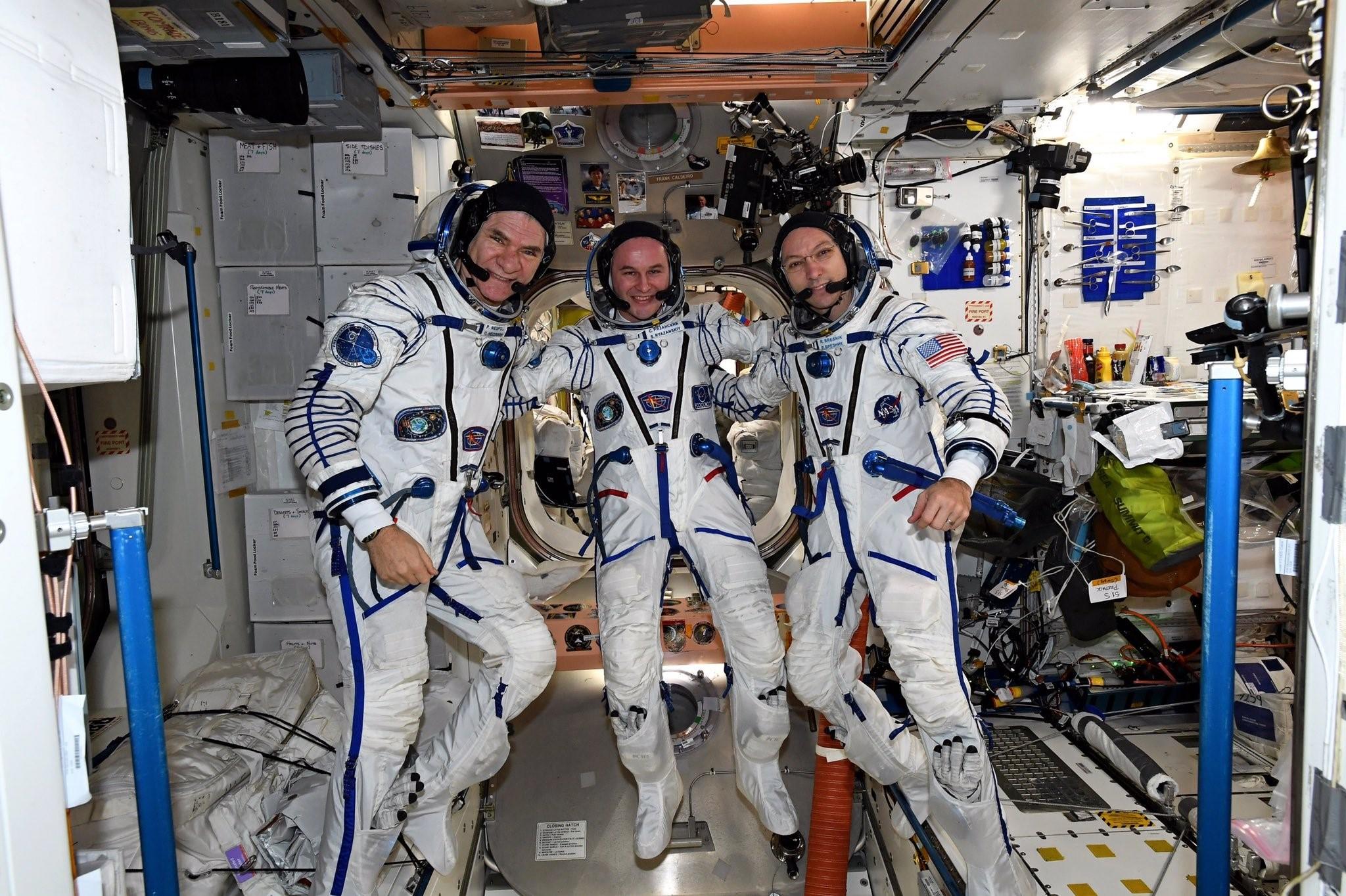 Сколько платят российским и зарубежным космонавтам
