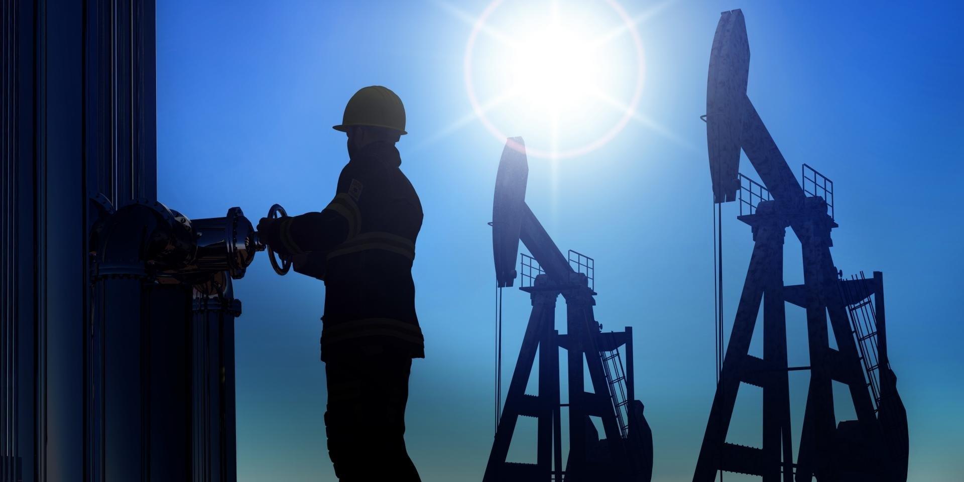 Нефтяник: особенности получения профессии и условия работы